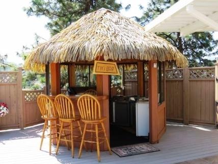 Okanagan housecheck vacation rentals okanagan oasis for Pool hut designs